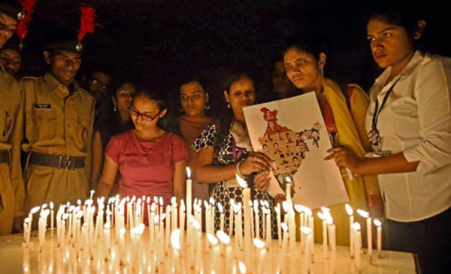 College students paying tribute to Uri attack martyrs in Mumbai...