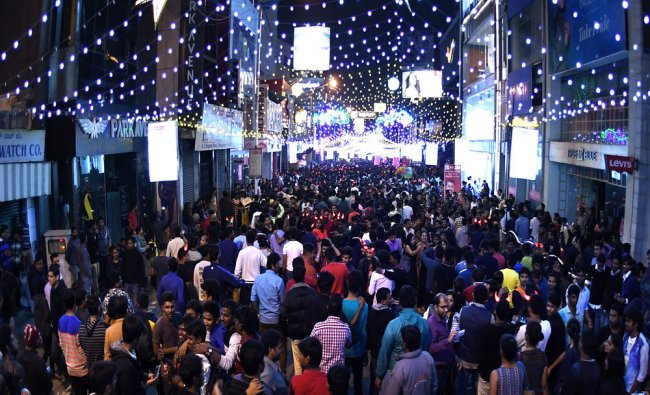 Large number of Bengalorians celebrate with chears and shout to welcome new year at Brigade Road...