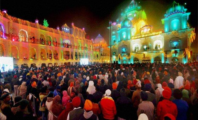 Devotees during 350th birth anniversary celebrations of Guru Gobind Singh Ji in Patna...
