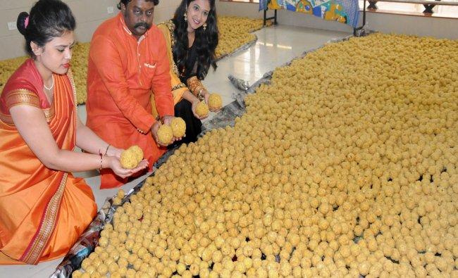 Shree Sai Gold Palace M D T A Sharavan distributing Tirupathi laddu on the occasion of Vaikunta...