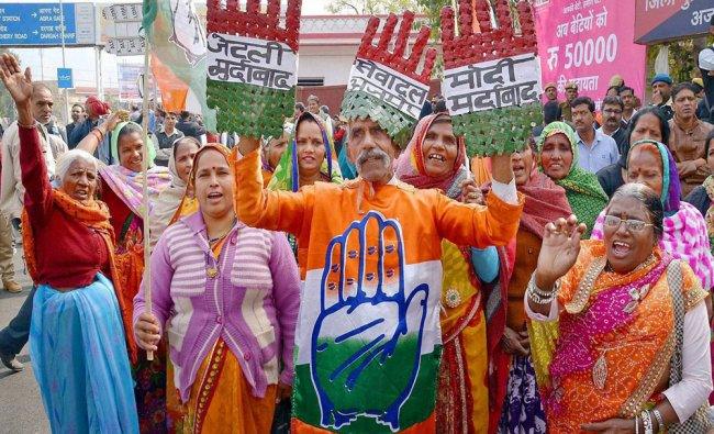 Congress workers protest against Centre\'s demonetization move in Ajmer, Rajasthan...