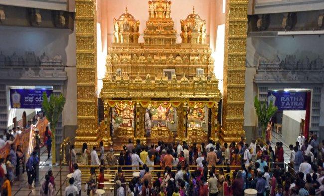 A large number of devotees arrives to seek \'Darshana\' on the occasion of \'Vaikuntha Ekadashi\'...