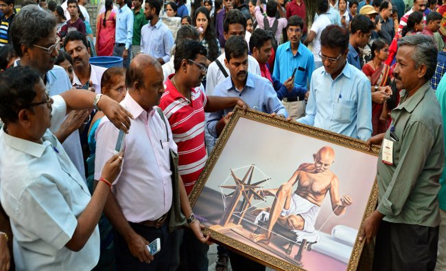 Large number of art lovers visiting the 14th annual art fair \'Chitra Sante\' organized...