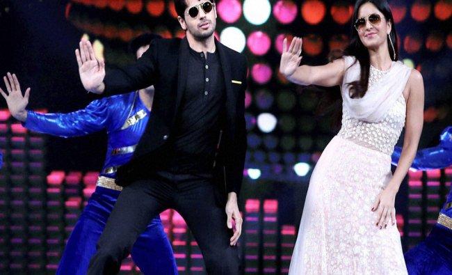 Bollywood actors Sidharth Malhotra (L) and Katrina Kaif at the \'Umang Mumbai Police Show 2017...