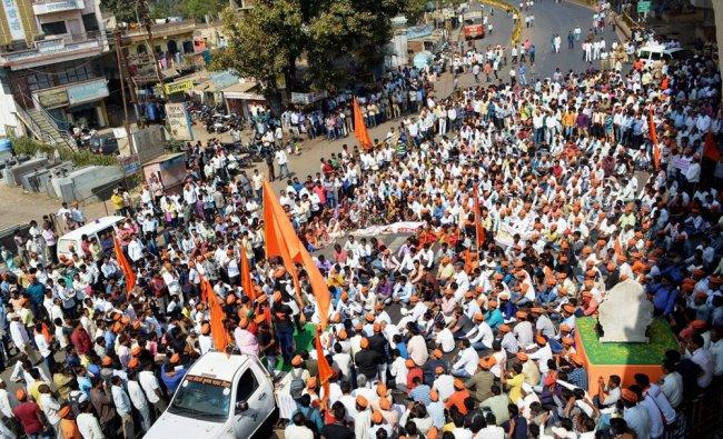 Maratha Community staging Chakka Jam andolan (road blockade) on the Pune-Bangalore National Highway