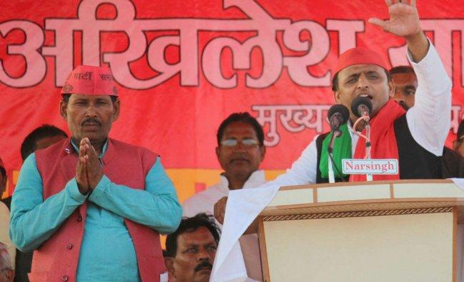 Uttar Pradesh Chief Minister Akhilesh Yadav waves at an election rally in Mau district on Wednesday.