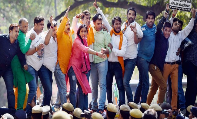 Delhi BJP Yuva Morcha stages protest to demand dismissal of Health Minister Satyender Jain...