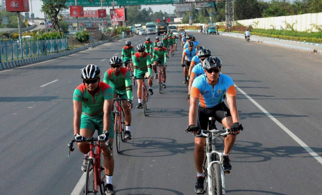A joint cycling expedition in Kolkata by 30 personnel of Indian and Bangladesh armies...
