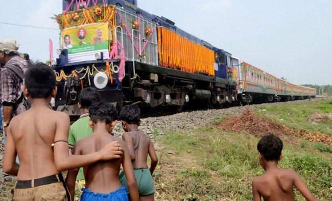 Children cheers during arrival of Kolkata maitree express -2 train as it crosses India Bagladesh...