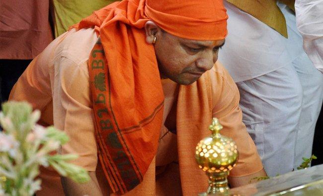 UP Chief Minister Yogi Adityanath paying obeisance at Gurdwara Sri Guru Tegh Bahadur Sahib, to ...