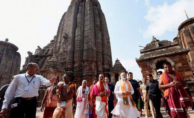 Prime Minister Narendra Modi at Lord Lingaraj temple in Bhubaneswar ...