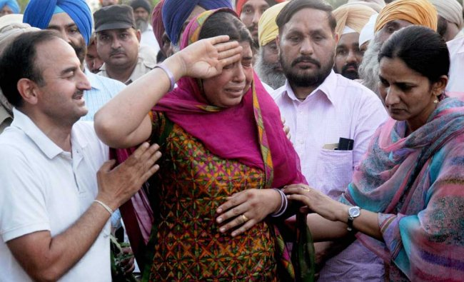 Wife of CRPF martyr Inspector Raghbir Singh saluting her husband\'s body during his funeral in ...