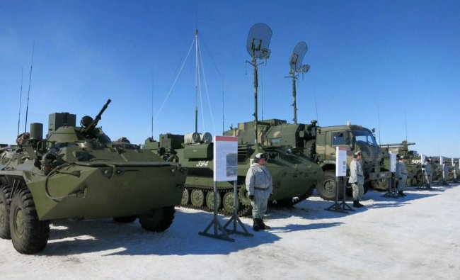 Soldiers of the Arctic motorised rifle brigade of Russia\'s Northern Fleet stand near APCs...