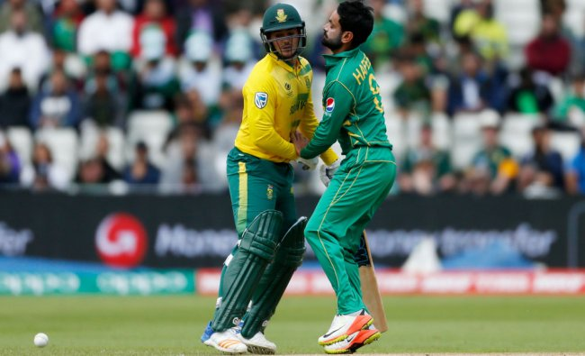 South Africa\'s Quinton de Kock (L) and Pakistan\'s Mohammad Hafeez bump...