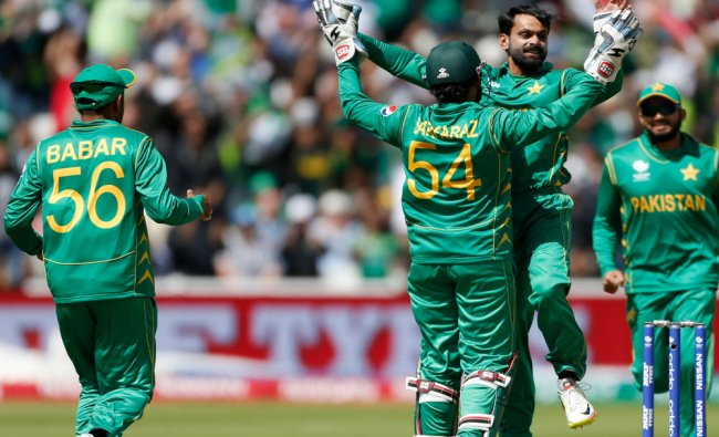 Pakistan\'s Mohammad Hafeez celebrates taking the wicket of South Africa\'s Quinton de Kock