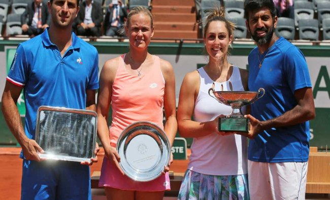 Canada\'s Gabriela Dabrowski and India\'s Rohan Bopanna, right, hold the trophy...