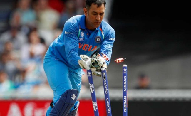 India\'s MS Dhoni as South Africa\'s Imran Tahir is run out