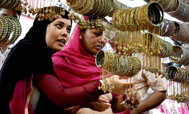 Muslim women busy in shopping for Eid-ul-Fitr in Kolkata on Monday...