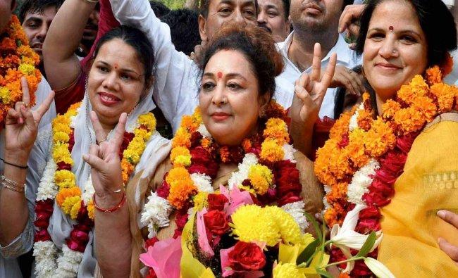 New elected mayor of Gurugram Madhu Azad (Center) flanked by senior deputy mayor Pramila Kablana..