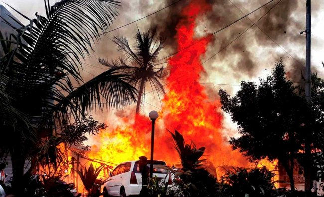Major fire broke out at a wood shop (godown) in Thane, Mumbai...