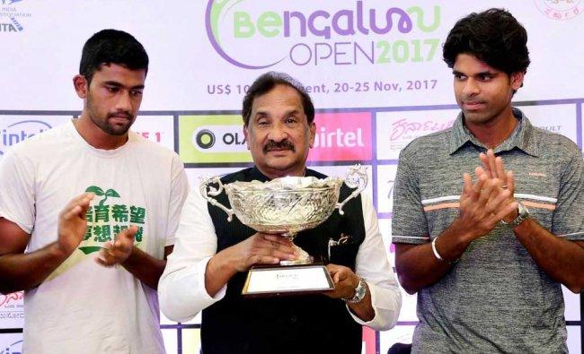 Karnataka Minister K J George unveils the Bengaluru Open 2017 trophy...