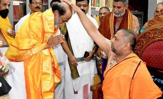 Rajinikanth seeks blessings of head priest of the Sri Raghavendra Temple...