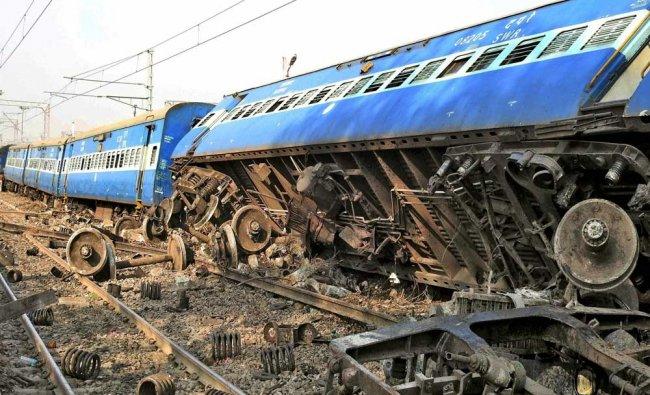 Derailed coaches of Vasco Da Gama-Patna express train near Manikpur railway station in Manikpur...