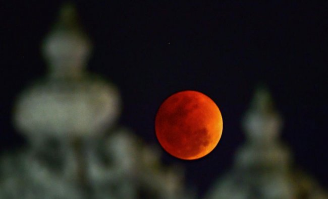 The \'Blood Moon\' appears in sky above East Coast Road (ECR) on the outskirts of Chennai during ...