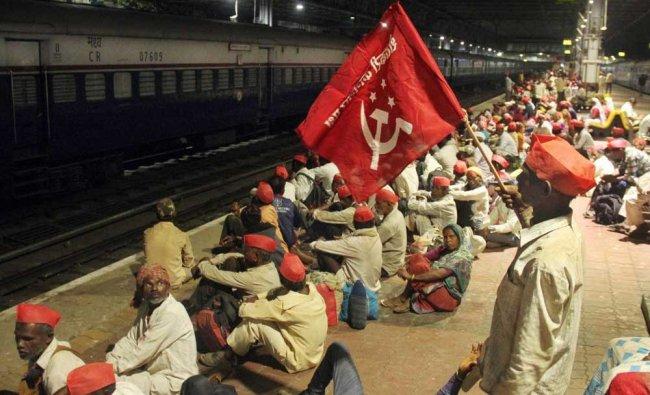 Farmers wait on a railway platform to return to Nashik after Kisan Sabha rally, in Mumbai...