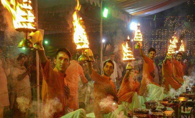 Priests perform \'maha aarti\' during Navratri celebrations at Gurugram...