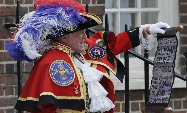 Town Crier Tony Appleton announces that the Duchess of Cambridge has given birth to a baby boy outside the Lindo wing at St Mary\'s Hospital in London, Monday, April 23, 2018. Kensington Palace says the Duchess of Cambridge has given birth to her third child, a boy weighing 8 pounds, 7 ounces (3.8 kilograms). AP/PTI Photo