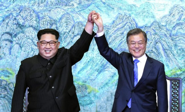 North Korean leader Kim Jong Un, left, and South Korean President Moon Jae-in raise their hands after signing a joint statement at the border village of Panmunjom in the Demilitarized Zone, South Korea, Friday, April 27, 2018. AP/PTI