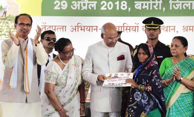 President Ram Nath Kovind during \'Asangathit Shramik Sammelan' organised by the government of Madhya Pradesh in Guna on Sunday. PTI Photo