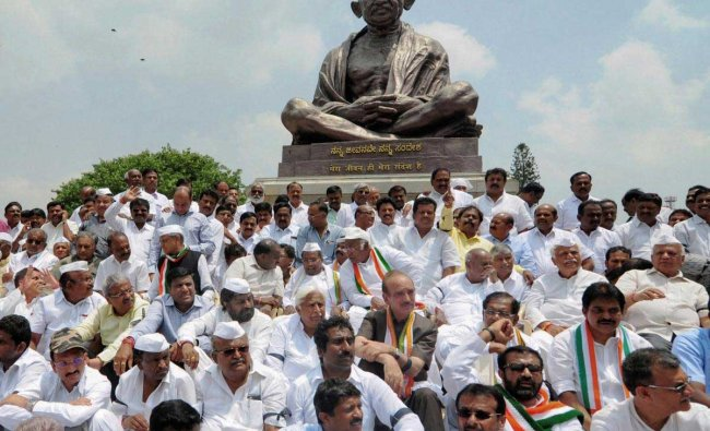 JD(S) Supremo H D Deve Gowda, Congress leader Gulam Nabi Azad, former CM Siddaramaiah, JD(S) leader H. D. Kumaraswamy with JD(S) and Congress party supporters and MLAs stage dharna in front of Gandhi Statue near Vidhan Soudha to protest against Karnataka Governor Vajubhai Vala\'s invitation to BJP to form the government, in Bengaluru on Thursday. PTI Photo