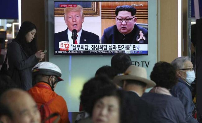 Seoul : People watch a TV screen showing images of U.S. President Donald Trump, left, and North Korean leader Kim Jong Un during a news program at the Seoul Railway Station in Seoul, South Korea, Tuesday, May 29, 2018. A team of American diplomats involved in preparatory discussions with North Korea ahead of a potential summit between Trump and Kim left a hotel in Seoul on Tuesday amid speculation that they are resuming the talks. The signs read: \