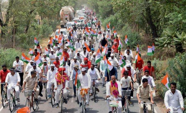 Sirsa: Congress leaders and party workers take part in \'Haryana Bachao Parivartan Lao\' cycle yatra, in Sirsa, Haryana on Thursday, May 31, 2018. (PTI Photo)