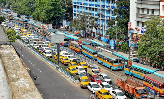 Kolkata: Vehicles stranded in a traffic jam as different trade union leaders and activists block the city road during a protest against fuel price hike, in Kolkata on Thursday, May 31, 2018. (PTI Photo/Swapan Mahapatra)