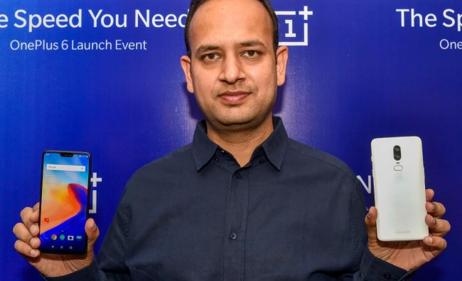 OnePlus India GM Vikas Agarwal poses for a photo with the company\'s mobile phones during a press conference, in Lucknow on Friday, June 22, 2018. PTI