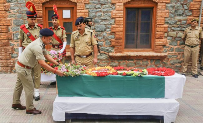 Director general of police (DGP) S P Vaid pays floral tribute to Head Constable Habibullah during a wreath-laying ceremony, at the District Police Lines in Srinagar on Friday, June 22, 2018. Habibullah, who was critically injured during a militant attack in Srinagar on June 15, 2018, succumbed to his injuries at a local hospital on June 22, 2018. PTI