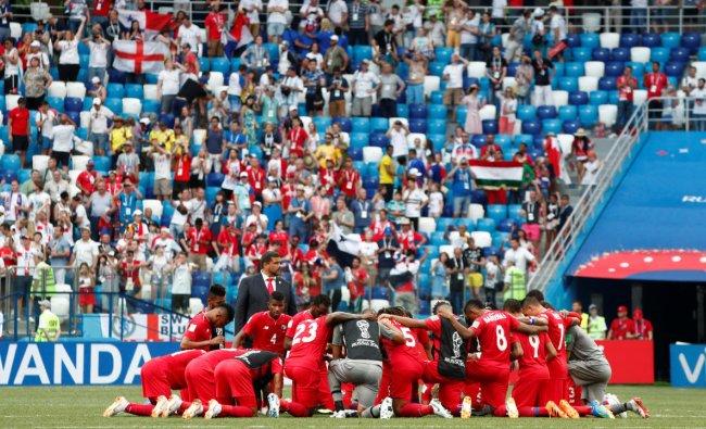 Soccer Football - World Cup - Group G - England vs Panama - Nizhny Novgorod Stadium, Nizhny Novgorod, Russia - June 24, 2018 Panama players huddle after the match REUTERS