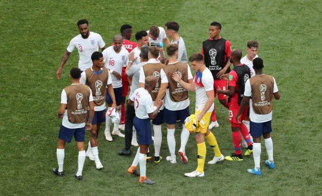 Soccer Football - World Cup - Group G - England vs Panama - Nizhny Novgorod Stadium, Nizhny Novgorod, Russia - June 24, 2018 England and Panama players shake hands after the match REUTERS
