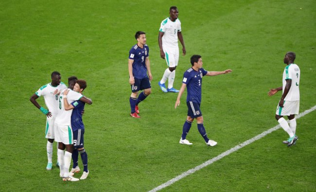 Soccer Football - World Cup - Group H - Japan vs Senegal - Ekaterinburg Arena, Yekaterinburg, Russia - June 24, 2018 Japan and Senegal players react after the match REUTERS