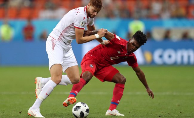 World Cup - Group G - Panama vs Tunisia - Mordovia Arena, Saransk, Russia - June 28, 2018 Panama\'s Luis Ovalle in action with Tunisia\'s Fakhreddine Ben Youssef. Reuters