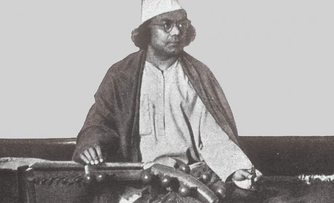 Kazi Nazrul Islam may be one of the lesser-known poets who were involved in the struggle, but his works deserve mention all the same. Though he is today the national poet of Bangladesh, he started his freedom fighting days after 3 years in the British Indian Army, the results of which were numerous influential poems such as \