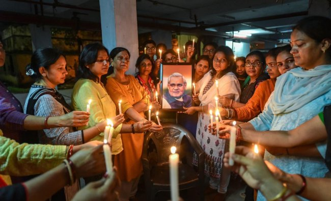 Residents of La Place building, where former PM Atal Bihari Vaypayee used to reside, light candles to pay tribute to former prime minister Atal Bihari Vajpayee, in Lucknow on Thursday, Aug 16, 2018. (PTI Photo)