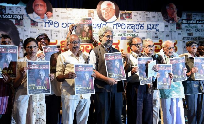 Writers, thinkers and journalists release the copy of newly launched Kannada tabloid \