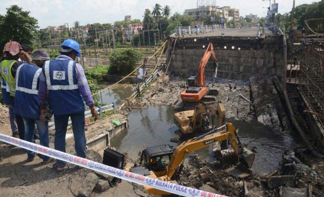 Municipal workers, DMG activities and Kolkata Police clear the debris at the collapsed site of Majerhat Bridge, in Kolkata, Saturday, Sept 8, 2018. (PTI Photo)