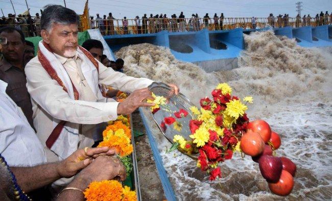 Andhra pradesh Chief Minister N Chandrababu Naidu during the release of water at Kondaveeti Vagu irrigation plant, at Undavalli in Guntur, Sunday, Sept 16, 2018. (PTI Photo)