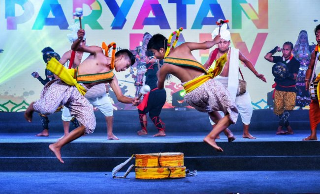 Folk artists perform during the inauguration of 'Paryatan Parv 2018' in New Delhi, Sunday, Sept 16, 2018. (PTI Photo)
