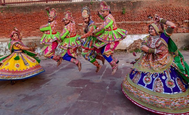 Ahmedabad: Dancers, dressed in traditional attire, take part in the rehearsals for the \'Garba\' dance, ahead of nine-day Navratri festival in Ahmedabad, Wednesday, September 26, 2018. (PTI Photo/Santosh Hirlekar)